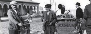Biletele de papagal si vanzatorii de iluzii - Bucuresti Centenar